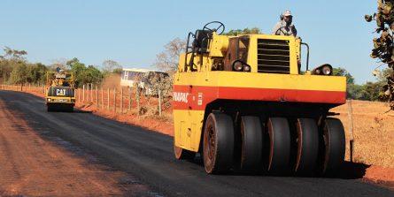 Pavimentação de acesso ao distrito de Miraporanga é iniciada
